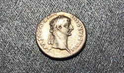 Tiberius (14-37) ezüst dénár, PONTIF MAXIM, nagyon ritka!