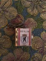 Különleges miniatűr könyv kitűző berlini leporelló