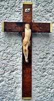 29. Antik, elefántcsont? csont Jézus Krisztus torzó 9.5 cm, keményfa kereszten. ~ 120 éves.