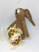 Nemezelt nyuszi figura húsvéti dekoráció