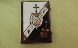 Gyönyörűen díszített antik  imakönyv