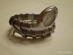 Páratlan kígyó karperec karóra