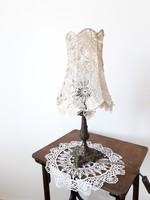 Vintage asztali lámpa csupa csipke búrával - eklektikus brozszínű lábbal - shabby chic olvasólámpa