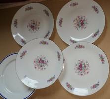 4db antik virágmintás tányér.Mérete:d 25 cm