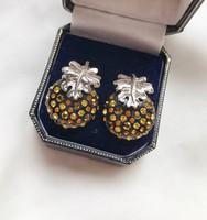 Csinos, kristályokkal kirakott ezüst fülbevaló