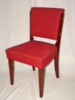 Antik szék vörös kárpittal