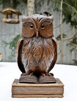 Faragás könyveken ülő bölcs bagoly szobor hárs fa üveg szemekkel 26 cm szecesszió korabeli