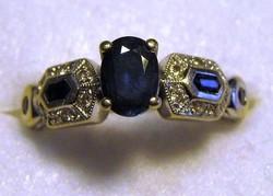 VINTAGE 14 Karátos fehér arany Art Déco stílus kék zafír és gyémánt gyűrű.