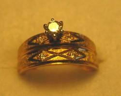 14 Kt. sárga arany gyűrű öt gyémántokkal