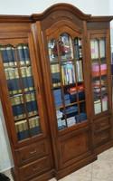 Vitrin, nagyméretű szekrény
