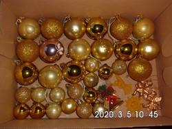 Régi karácsonyfadísz gömbök (31 db) + pár kiegészítő dísz