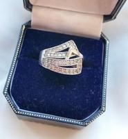 Extra mutatós ezüst gyűrű- rengeteg kővel