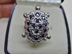 Szépséges ezüst gyűrű nagyon sötétkék valódi zafírokkal
