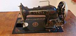 Antik, VESTA Central Bobbin varrógép.