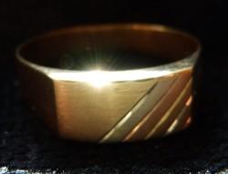Eladó modern fazonú arany férfi pecsétgyűrű