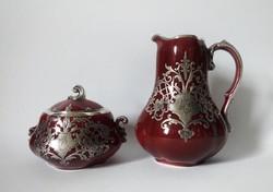 Ezüstfeltétes ökörvémázas Zsolnay(?) kiöntő és cukortartó, 1890