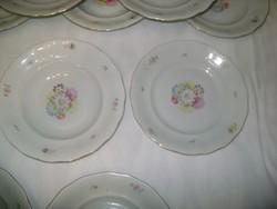Régi porcelán tányérok - tizenkét darab mély, hat darab lapos