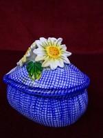 Német porcelán szív alakú bonbonier. Kék alapon margaréta virágokkal.