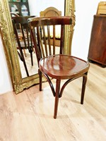 Gyönyörű állapotú thonet szék eladó.