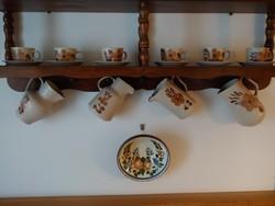 4 db kerámia kancsó és 6 db csésze csészealjjal azonos mintával