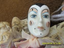 Régi porcelán Pierrot  bohóc baba 26 cm