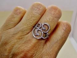 Gyönyörű ezüst gyűrű káprázatos  kristályokkal új