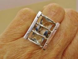 Gyönyörű iparművész  ezüstgyűrű valódi akvamarinokkal