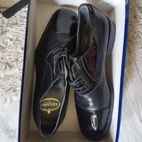 Férfi lakkbetétes cipő