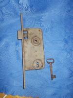 Antik nagyméretű zár kulcsal