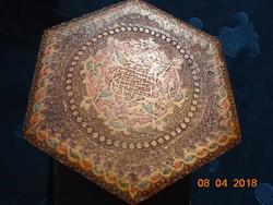 Faragott,vésett ,festett arabeszk mintával Keleti hatszögletes fadoboz 16x16x6,7 cm