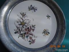 """19.sz Altwien """"Dec 1574"""" jelzéssel majolika tál ón peremmel 19,3 cm"""