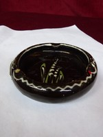 Mázas kerámia hamutál, gyöngyvirág mintával, átmérője 9 cm.