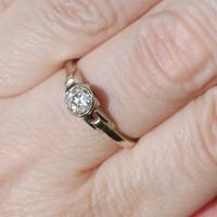 Antique white gold art-deco brilliant diamond ring 0.40 ct 1930s