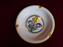 Kézzel festett kerámia hamutál, VK jelöléssel, átmérője 14,2 cm.