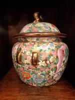Nagyméretű, kínai gazdagon festett fedeles porcelán