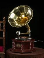 Tölcséres gramofon hanglejátszó készülék ( 8 szöglet alakú)