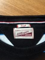 Tommy Hilfieger pulóver.