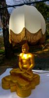 Meditáló yógi lámpa lámpaernyővel