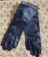 Fekete női puha bőrkesztyű gobelinszalagos bordűrrel