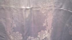 Elegáns teríték- damaszt terítő 145x125 cm akár ünnepi asztalra