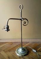 Régi/antik nagyméretű tömör működő réz asztali lámpa, 2-3kg