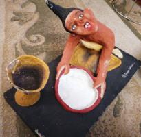 Izgalmas és ritka! Kortárs afrikai alkotás (papirmasé, fa és gipsz). Jelzett, sorszámozott.