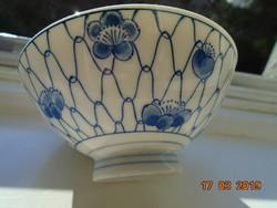 Kobaltkékkel festett virágos hálós kínai tál