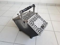 Régi vintage kályha kandalló tüzelő tároló fatároló széntároló