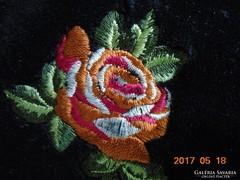 Hímzett rózsás bársony baba nadrág