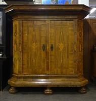 0Z849 Mária Terézia dúsan intarziás szekrény 1750k
