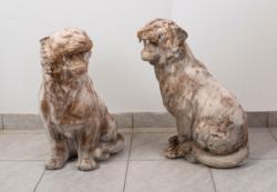 Kőből faragott tigris pár