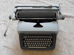 Retro csehszlovák írógép (model 203)