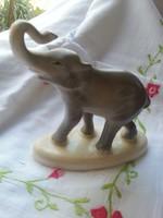 Elefánt porcelánból.jelzéssel