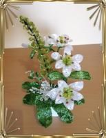 Gyöngyből készített virág kompozíció GYV29
